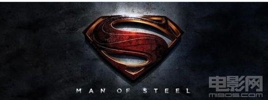 海报 m1905电影网授权刊载3月31日报道(编译/范雯)由华纳公司出品,扎克施奈德(Zack Snyder)指导的新版超人《超人:钢铁之躯》(Man of Steel)最新发布一版横幅海报。海报样式十分简单,只有一个代表了超人的S字母符号和影片名,但整体效果金属感十足,极具视觉冲击力。 英国著名男星亨利卡维尔将在将首次出演超人克拉克肯特一角,除此以外,曾与梅丽尔斯特里普合作过电影《美味关系》的艾米亚当斯将担任《超人:钢铁之躯》 的女主角星球日报的记者Lois Lane。曾主演