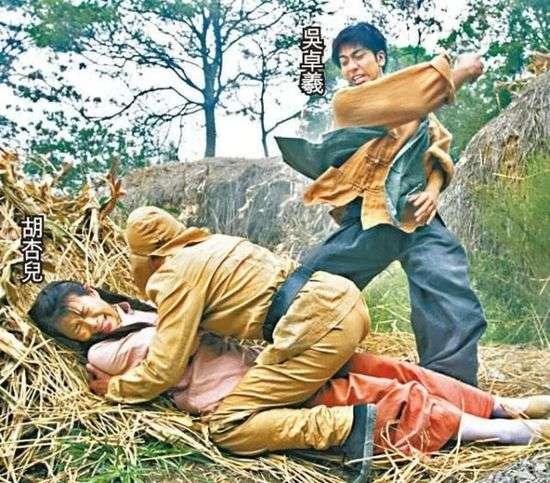 原来杏儿有不少拍强奸戏经验,在《乱世佳人》经已同日本兵交过手。
