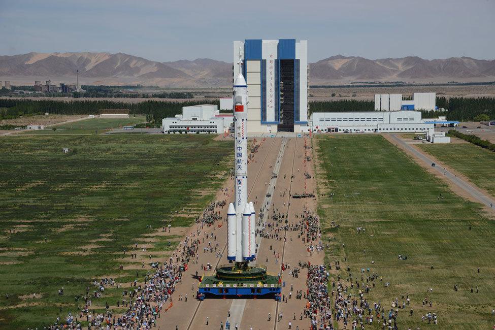 神舟九号飞船运抵酒泉卫星发射中心  神舟九号载人飞船航天员乘组