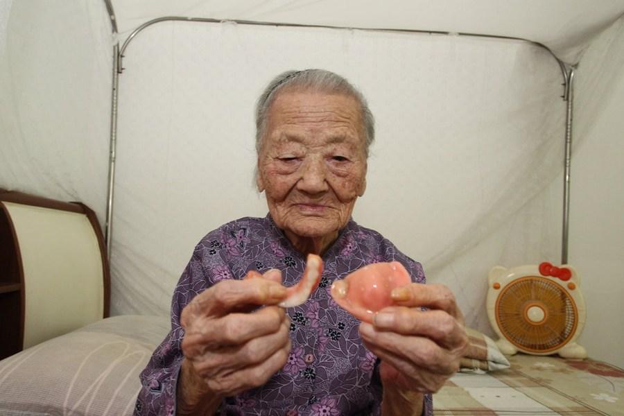 深圳97岁老人被儿子锁房间里吃不饱