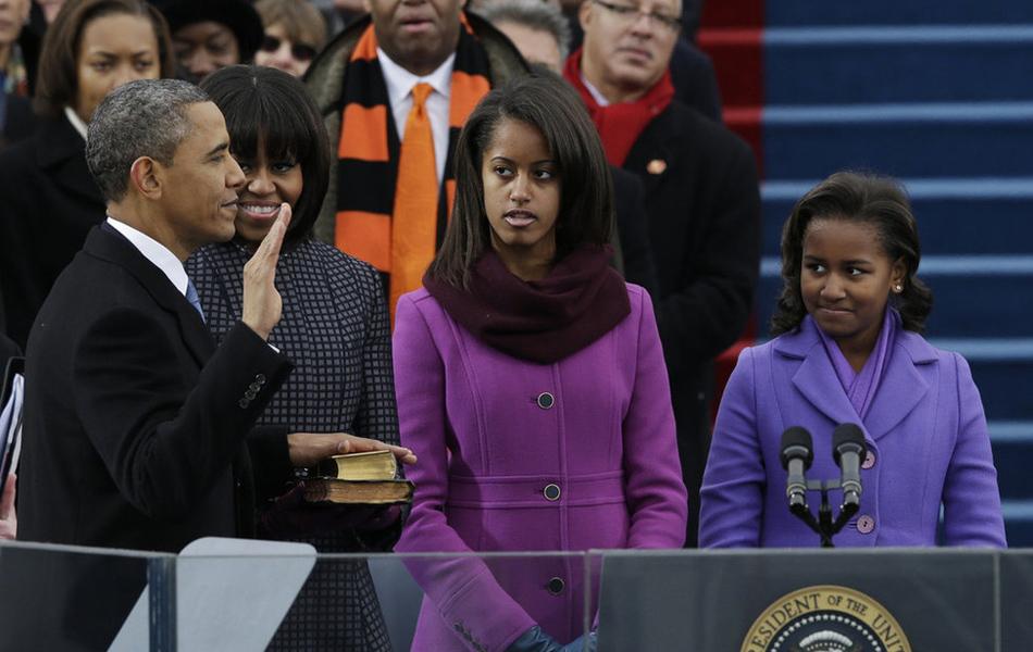 """当地时间2013年1月21日,美国华盛顿,奥巴马宣誓就职。誓词如下:""""我,贝拉克-侯赛因-奥巴马谨庄严宣誓,我必忠实执行总统职务,竭尽全力,恪守、维护和捍卫美利坚合众国宪法。愿上帝助我。"""""""