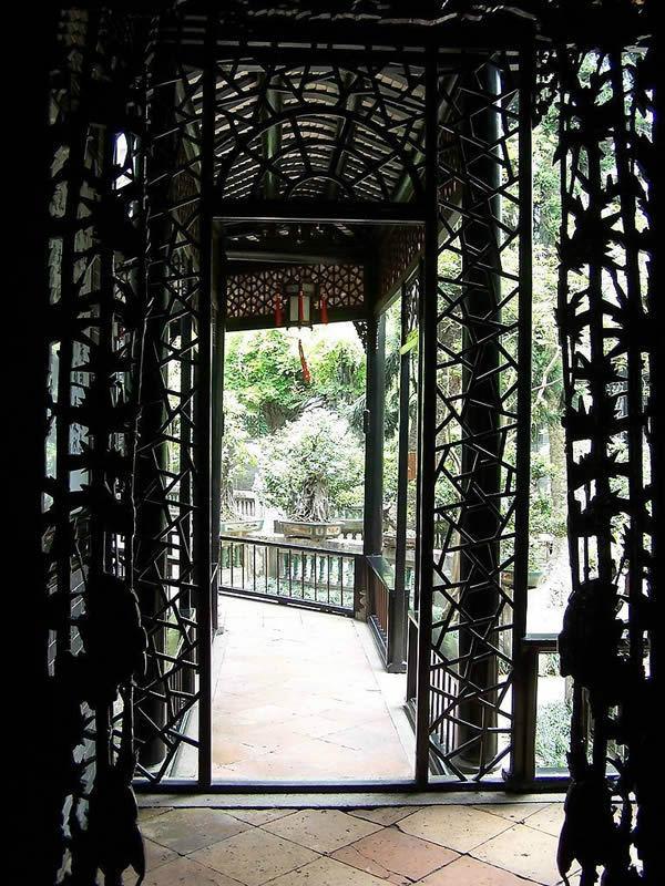 古风建筑物的大门