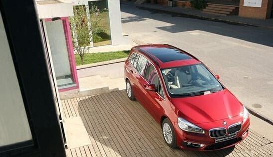 创新bmw2系运动旅行车 家庭出行好坐驾