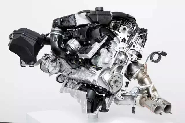 """获奖发动机点评:除了偶尔一两届以外,宝马在""""2.5L-3.0L组别""""几乎没有失过手,而且每次获奖的都是一款3.0L的六缸发动机,有时是柴油版,大部分时候是汽油版,而这次是一款出自M部门的版本,代号为S55的直列6缸3.0L双涡轮增压发动机,最大功率输出为316kW(431Ps),峰值扭矩为500Nm。 自国际年度发动机大奖于1999年成立以来,BMW发动机已累计摘得67项桂冠,包括级别冠军及总冠军。"""