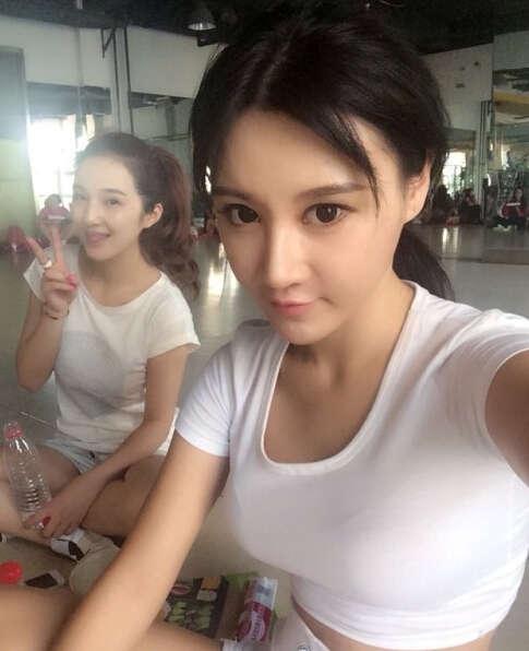 中国美女乳神胸夹