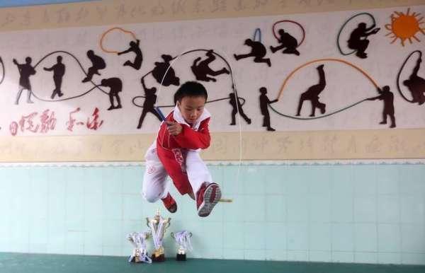 小学生提升破纪录1秒跳绳超7下花式跳绳神技小学措施教学跳绳质量图片