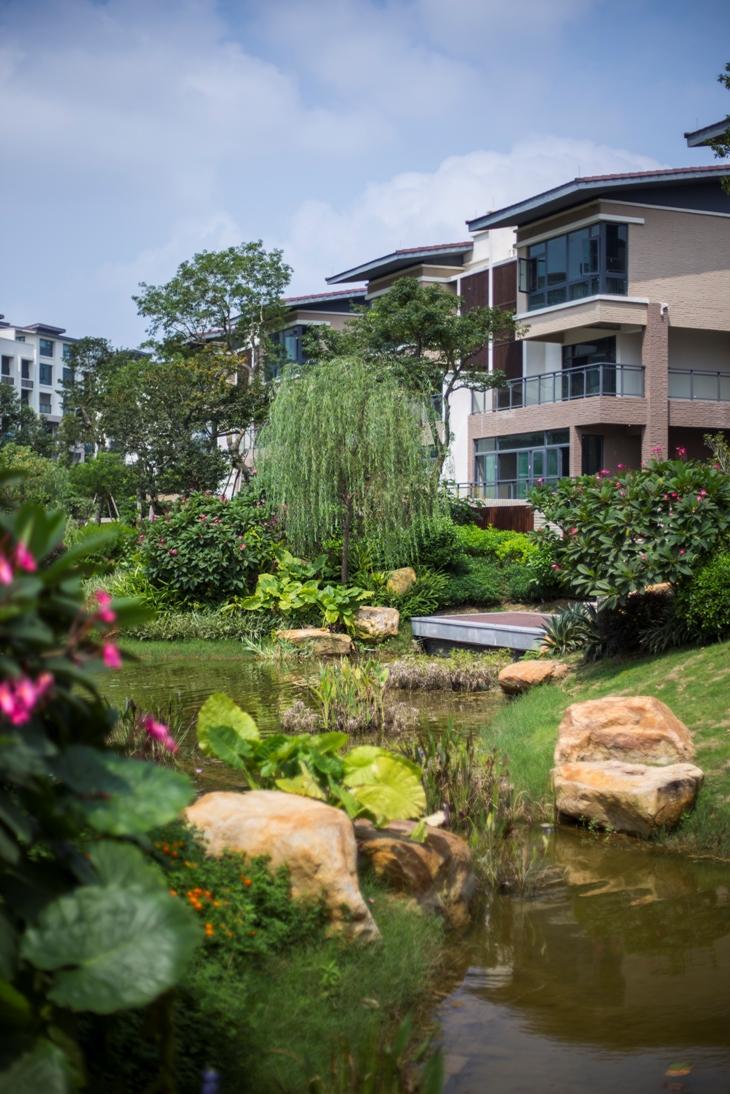 以双拼或联排中小型别墅为主的【悦溪】别墅,为懂得生活的城市人打造
