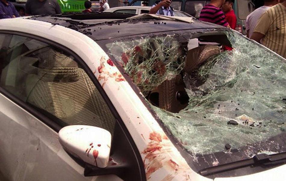 现场:唐山豪车司机打伤两名女子