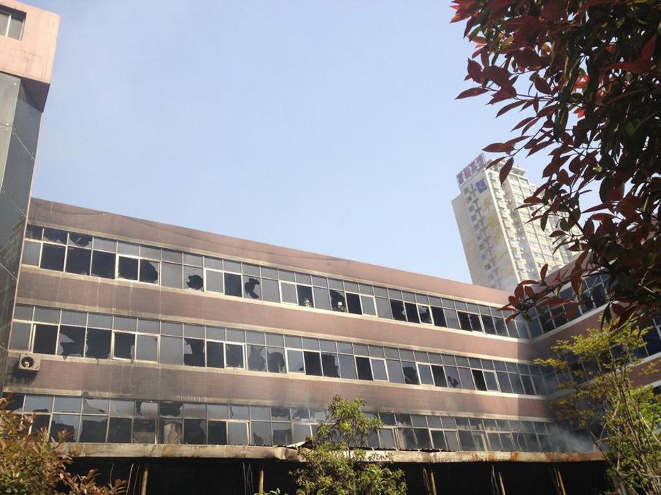 襄阳火车站附近一酒店着火 致11死50伤