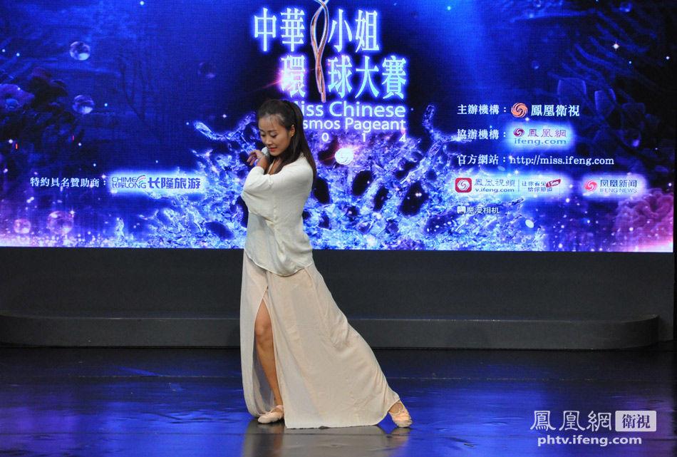 7月13日,2014中华小姐环球大赛深圳赛区完美收官。图为选手任雅通进行武术表演。