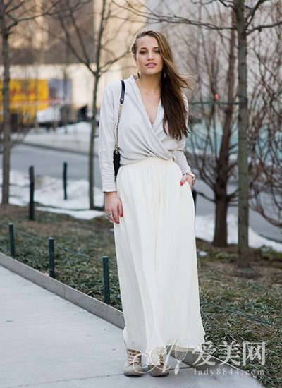 女神范优雅长裙 晋升欧美街拍新贵