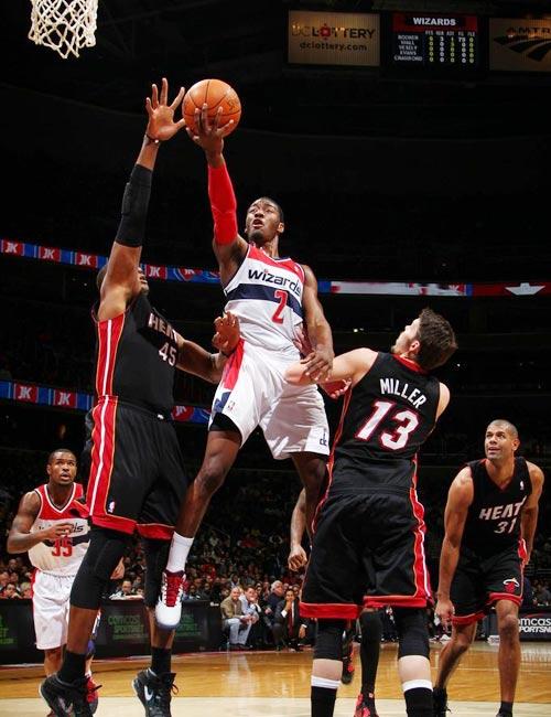 11-12赛季NBA常规赛继续进行,迈阿密热火在客场106-89击败奇才图片