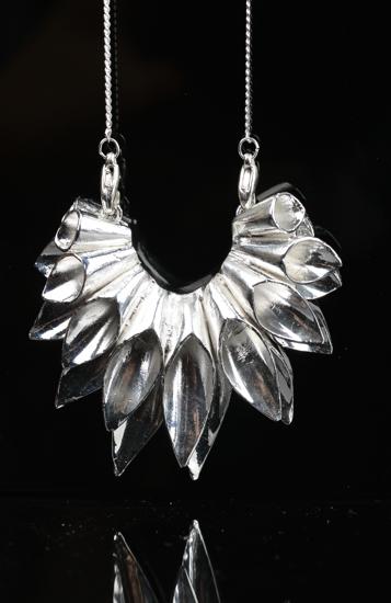 珠宝行业 2013全国高校毕业生珠宝首饰设计联展  资料来源:中国珠宝