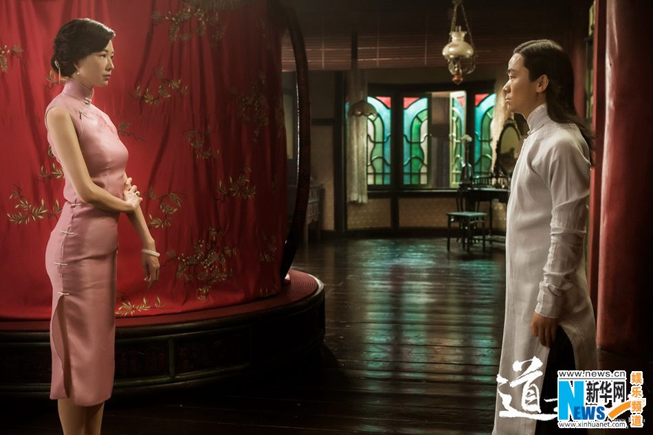 林志玲旗袍婀娜凝望王宝强 范伟谢顶出镜 陕西