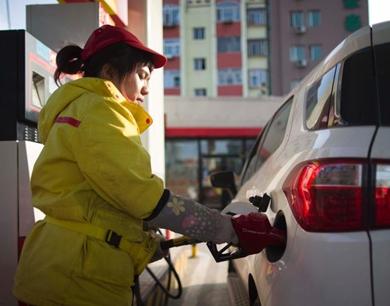中国成品油价格今年第三次下调