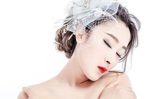 沈阳化妆学校:化妆、摄影、美甲学校找爱玲化妆