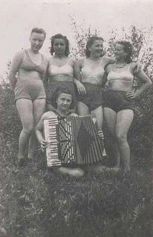 二战旧照 豪放的纳粹女军人