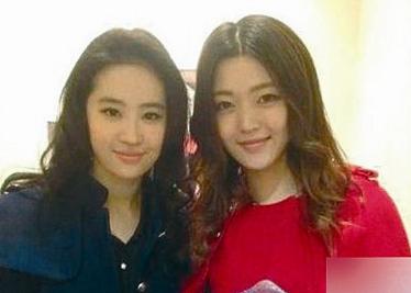 刘亦菲与家人合影-身价过亿刘亦菲至亲美照曝光 称家族中最丑 图