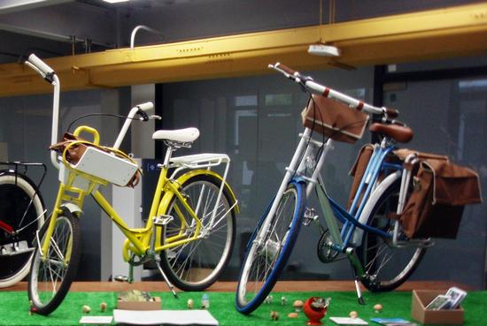 同济大学的毕业设计展上,自行车设计成为热门,图为同济大学学生设计的