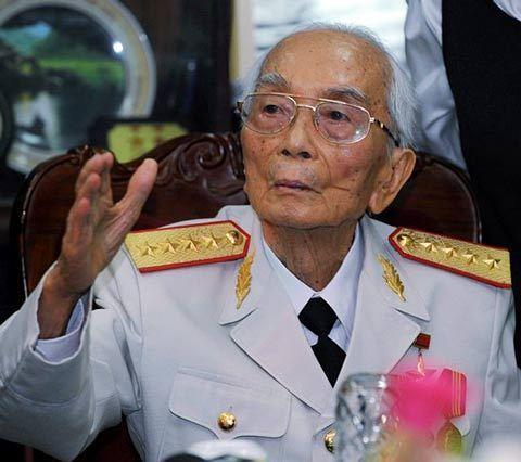 越南抗法、抗美战争重要军事领导人武元甲去世,享年102岁。抗法战争中,武元甲作为国防部长兼人民军总司令,指挥作战,越军1954年在奠边府战役击败法国侵略军,震惊世界。