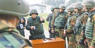 """中国武警部队与俄罗斯内卫部队""""合作-2013""""联合训练进行实弹体图片"""