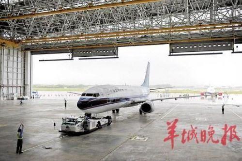 机库前的维修坪可停放4架窄体飞机.