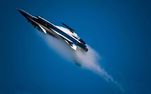 歼10足以应付日本F15