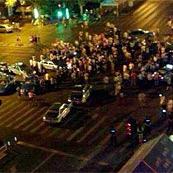 官员撞车后与人争执