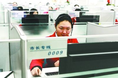 武汉市长热线去年接线120万 接线员被骂哭
