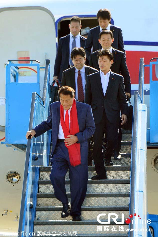 红围巾配红领带