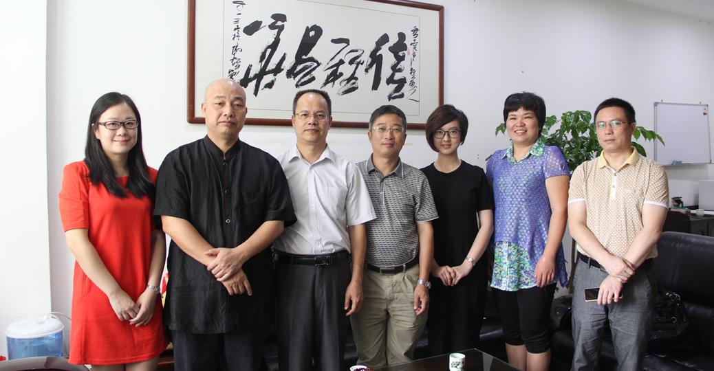凤凰广州一行与旅游局局长周宏忠合影