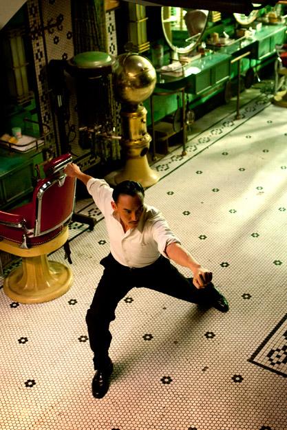 《一代宗师》正在影院火热上映中,近日,片方再发重磅,公布了打戏拍摄片场揭秘和已练成八极拳高手的张震之成长记。