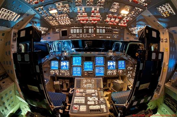 揭秘美国航天飞机驾驶舱复杂内部