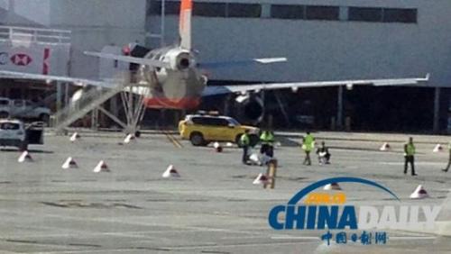 场两架飞机相撞