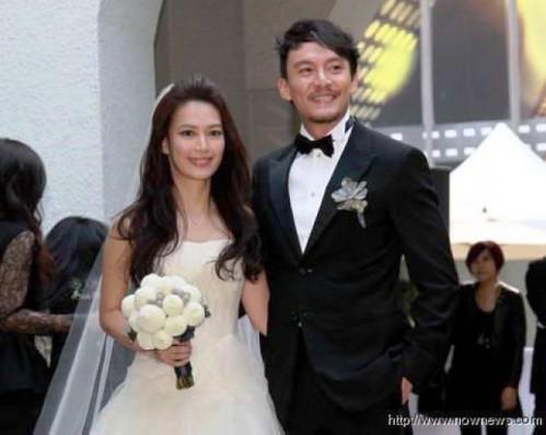 张震(右)透露希望和爱妻尽快做人成功。(图片来源:台湾东森新闻网)
