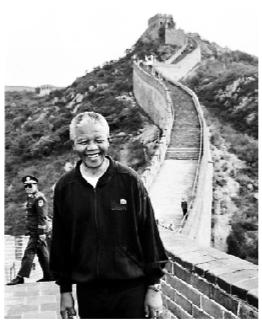 1992年10月曼德拉游览长城资料图片