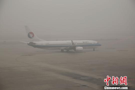石家庄机场受雾霾影响 两天取消航班71架次|航班|起飞