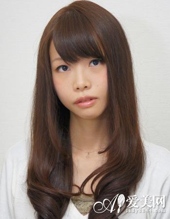 头发少适合的发型 直发烫发显丰盈图片