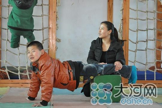 不离不弃 灵宝一智障孩子的妈妈和她的康复训练中心图片