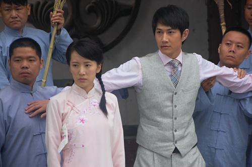 电视剧《绞刑架下的春天》正在上海电视剧频道和江苏综艺频热播.