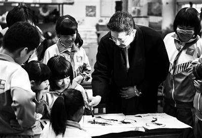 """五年级小学生葛敏之说,""""感觉老师的水平好高啊,不经意的一笔,就能把"""