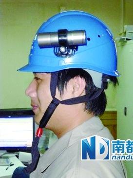 安全帽上安装微型摄像头