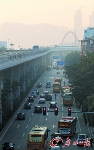 早上八时左右上班高峰期,金沙洲交通拥堵状况有明显改善。