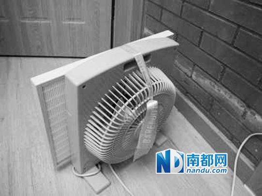 接通电源,空气净化器开始运作.