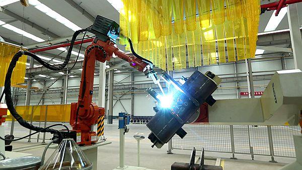全自动机械设备正在工作中.
