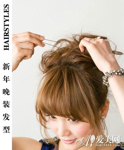 新年晚装发型 华丽蓬松盘发显大气图片