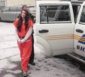 美国19岁女子害数十人:4岁遭猥亵