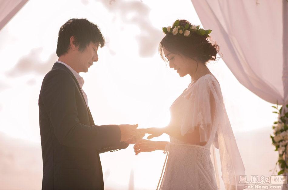 """两人婚礼以""""你,必须幸福""""为主题,表达对这对萝莉与大叔的祝福"""