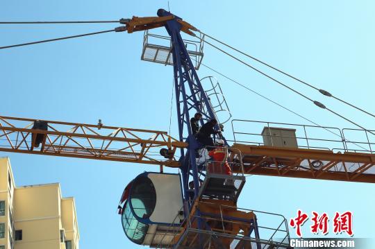 20米的塔吊讨薪
