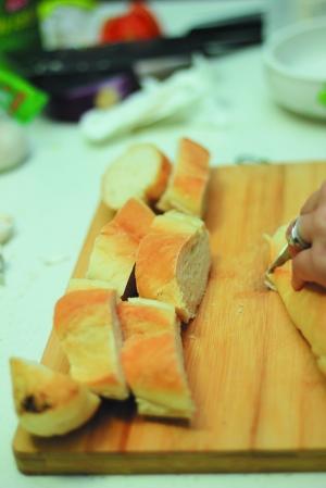 解图用炒锅做面包步骤